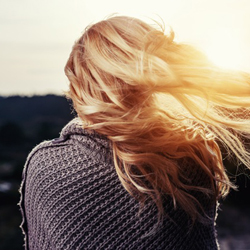 Parrucchiera per donna a Vicenza: la caduta dei capelli di settembre